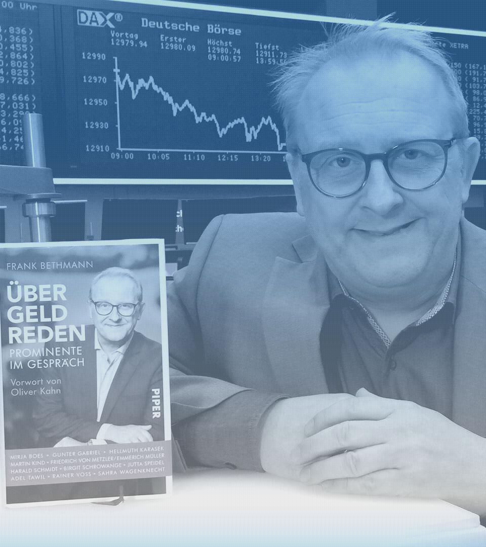 """Frank Bethmann mit seinem Buch """"Über Geld reden"""" an der Frankfurter Börse"""